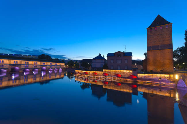 France, Alsace, Strasbourg, Ponts couverts and Barrage Vauban at blue hour — Foto stock