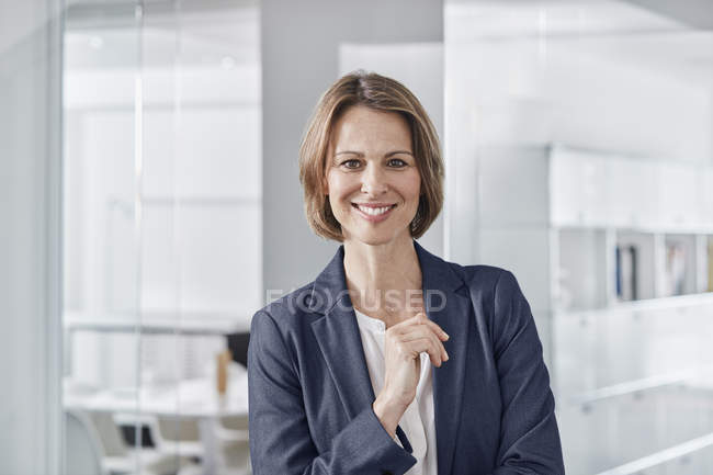 Portrait of smiling businesswoman in office — Stock Photo