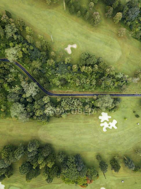 Indonesia, Bali, Veduta aerea del campo da golf con bunker e green — Foto stock
