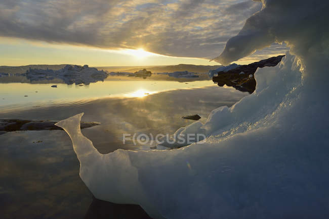 Greenland, East Greenland, view from Sarpaq, icebergs of Sermilik fjord at sunset — Stock Photo