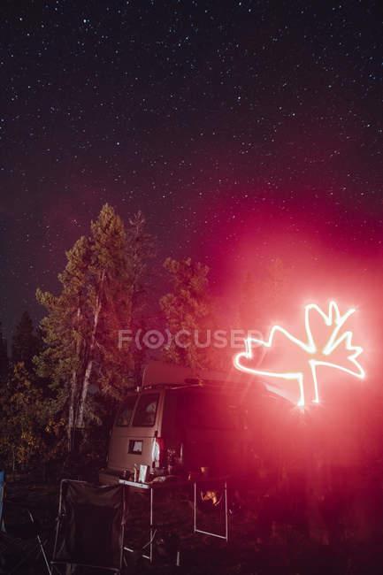 Канада, Британская Колумбия, символ, кленовый лист, читать Llght след — стоковое фото