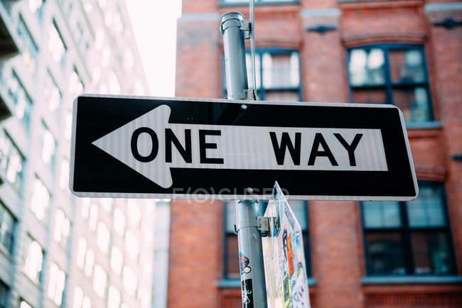 États-Unis, New York, panneau à sens unique dans la rue — Photo de stock