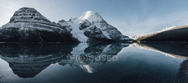 Canada, British Columbia, Rocky Mountains, Mount Robson Provincial Park, Fraser-Fort George H, Berg Lake, Berg Glacier — Stock Photo