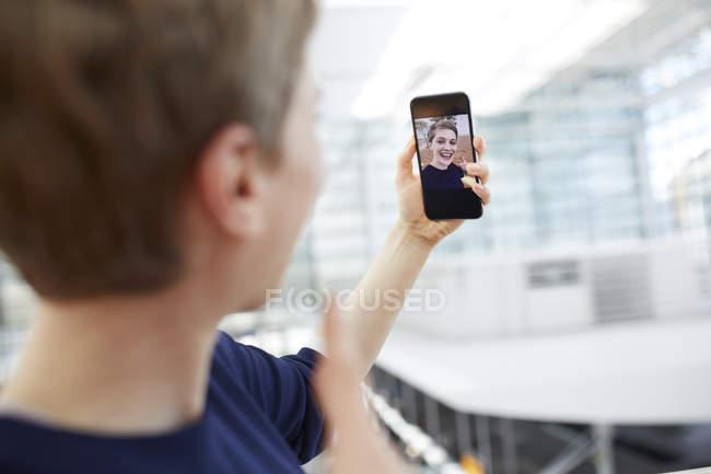Portrait of blond businesswoman taking a selfie — Stock Photo