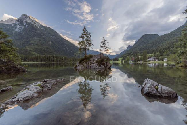 Allemagne, Bavière, Alpes de Berchtesgaden, Lac Hintersee — Photo de stock