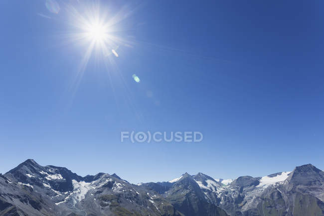 Austria, High Tauern National Park, peaks of Glockner Group against sun — Stock Photo