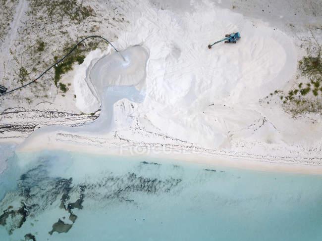 Vista aérea de Maldives, escavador na praia — Fotografia de Stock