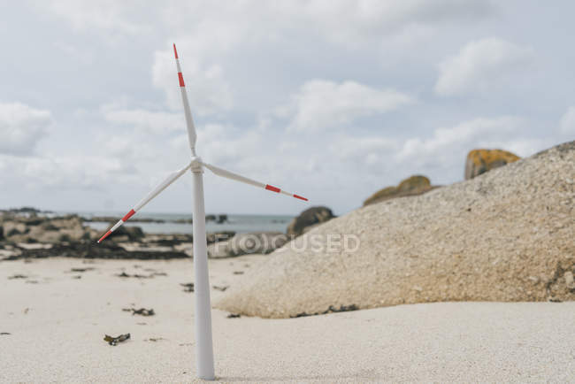 France, Brittany, Meneham, miniature wind turbine at the beach — Stock Photo