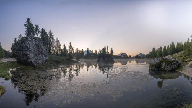 Itália, Braies Dolomites, Lago di Federa, Croda da Lago, Cortina d 'Ampezzo — Fotografia de Stock