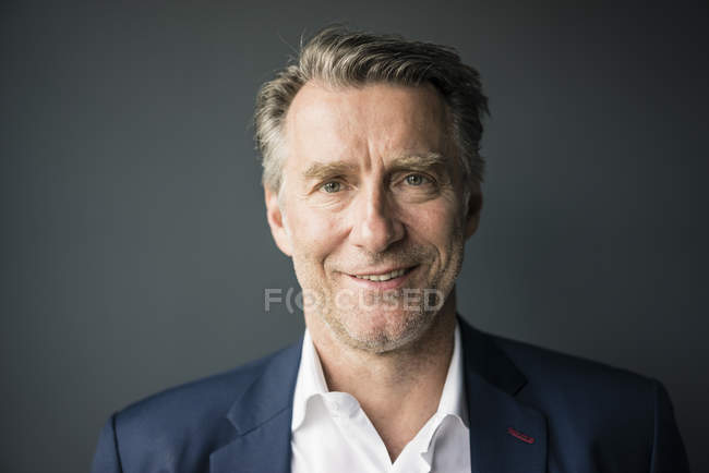 Portrait d'homme d'affaires mature souriant — Photo de stock