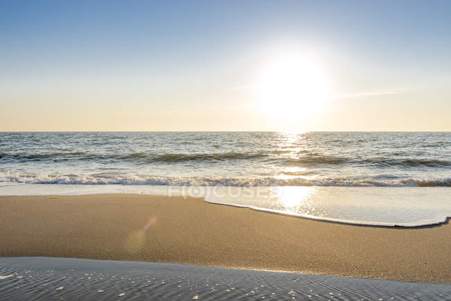 Germany, Schleswig-Holstein, Sylt, North Sea, beach against the sun — Stockfoto