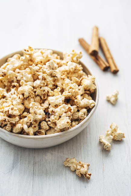 Popcorn flavoured with cinnamon and birch sugar — Stock Photo