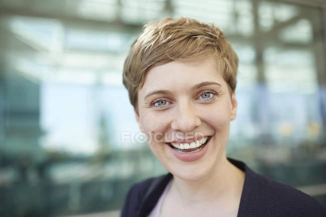 Porträt der blonden Geschäftsfrau — Stockfoto