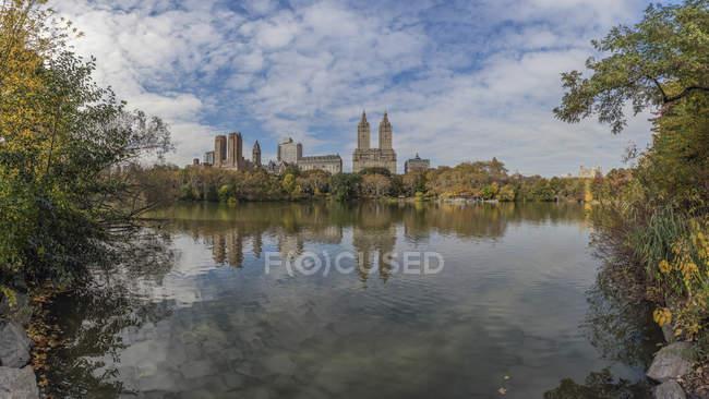 Estados Unidos, Nueva York, Manhattan, Central Park durante el día - foto de stock
