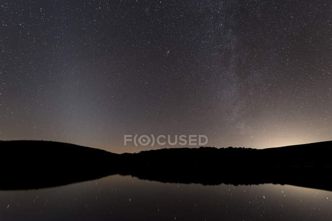 Spain, Extremadura, Parque Nacional de Monfrague, Tietar river, Astrohoto with Milky Way and Zodiacal Light — Stock Photo