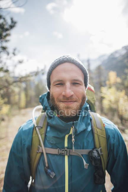 Канада, Британська Колумбія, Маунт Робсон Провінційний парк, портрет усміхнений турист — стокове фото