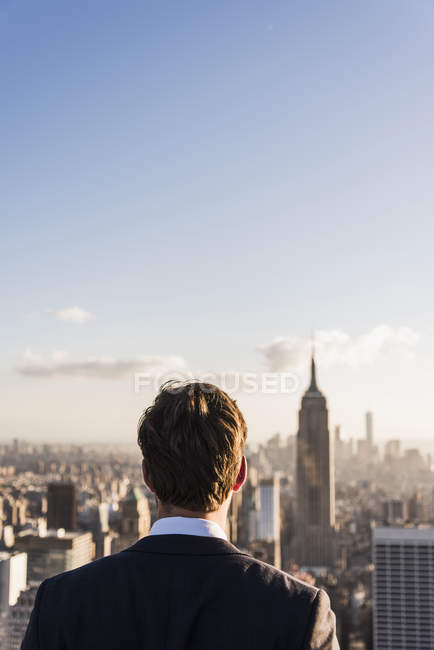 USA, New York City, man looking on cityscape on Rockefeller Center observation deck — Stock Photo