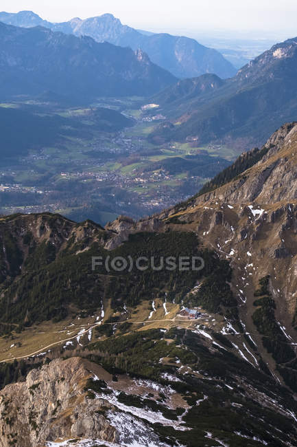 Germany, Bavaria, Berchtesgaden Alps, Schneibstein, View to valley and town — стоковое фото