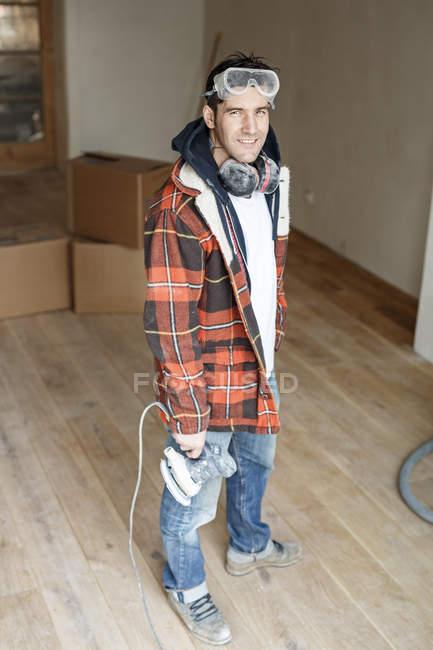 Портрет мастера по ремонту квартиры — стоковое фото