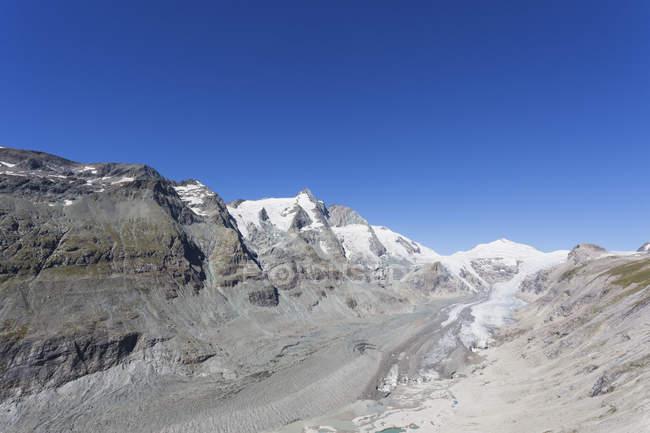 Autriche, Carinthie, pic Grossglockner, glacier de Pasterze et Johannisberg, vue de Kaiser-Franz-Josefs-Hoehe, parc national de Hohe Tauern — Photo de stock