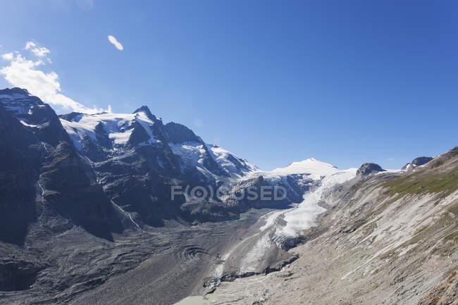 Austria, Carinthia, High Tauern National Park, Grossglockner peak, Pasterze glacier and Johannisberg — Stockfoto