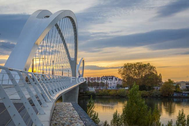 France, Alsace, Strasbourg, Passerelle des Deux Rives at sunset — Foto stock