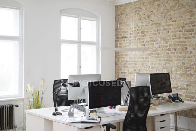 Внутрішня частина сучасного офісу — стокове фото