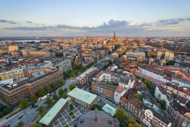 Allemagne, Hambourg, Paysage urbain en soirée — Photo de stock