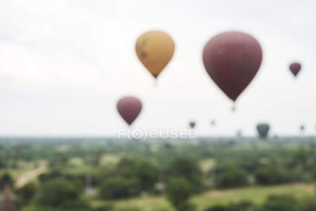 Myanmar, Bagan, blured view of many hot air balloons — Stock Photo