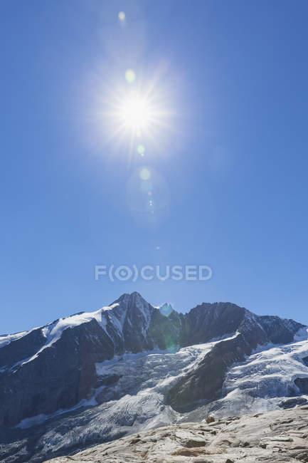 Австрія, Каринтія, Гроссглокнер пік, galcier проти сонця, Національний парк Високий Тауерн — стокове фото