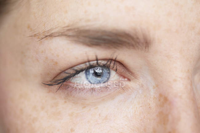 Woman's blue eye, close-up — Stock Photo