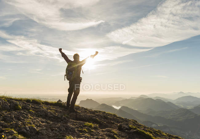 Austria, Salzkammergut, Hiker reaching summit, raising arms, cheering — Stock Photo
