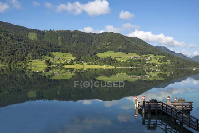 Austria, Carinthia, Weissensee lake at daytime — Stock Photo