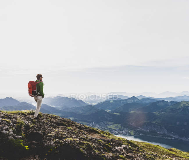 Austria, Salzkammergut, Hiker with backpack hiking in the Alps — Stock Photo