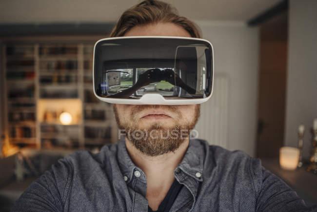 Mature man taking selfie of himself, wearing VR glasses, looking cool — Stock Photo
