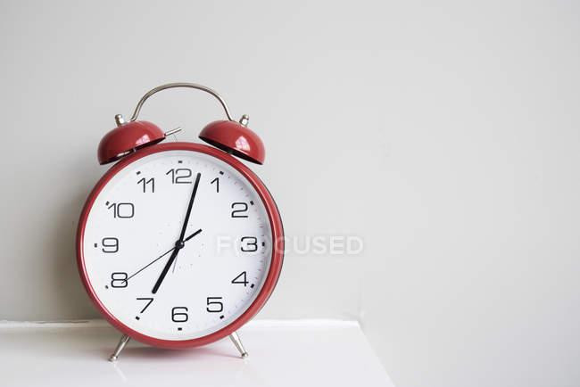 Крупним планом червоного будильника — стокове фото