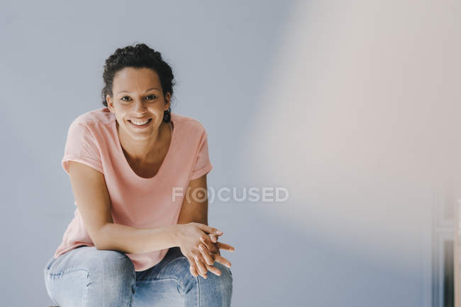 Confident woman smiling happily — Stock Photo