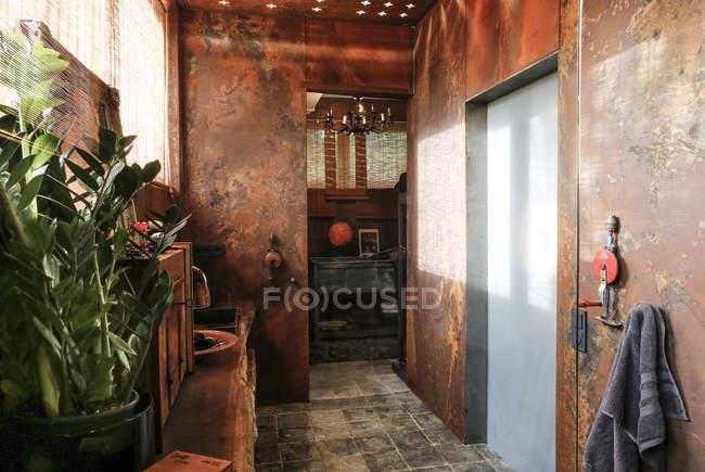 Bathroom with corten steel wall cladding — Stock Photo