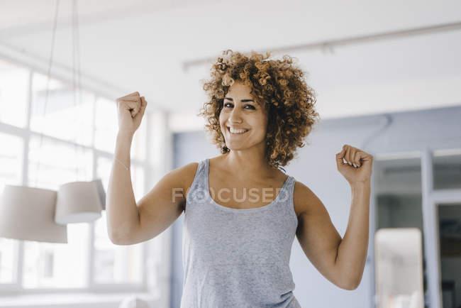 Power woman flexing muscles, portrait — Stock Photo
