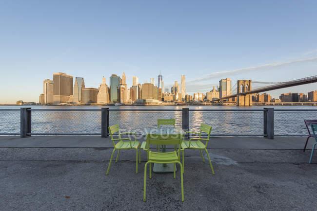 USA, New York, Manhattan, Brooklyn, paesaggio urbano dal lungomare — Foto stock
