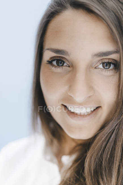 Portrait of a pretty, clever, young woman — Stock Photo