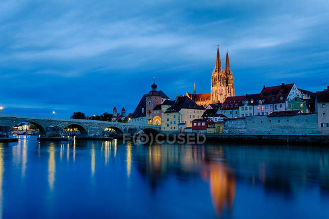 Germany, Bavaria, Regensburg, Old town, Regensburg Cathedral and Danube river at blue hour — Stock Photo