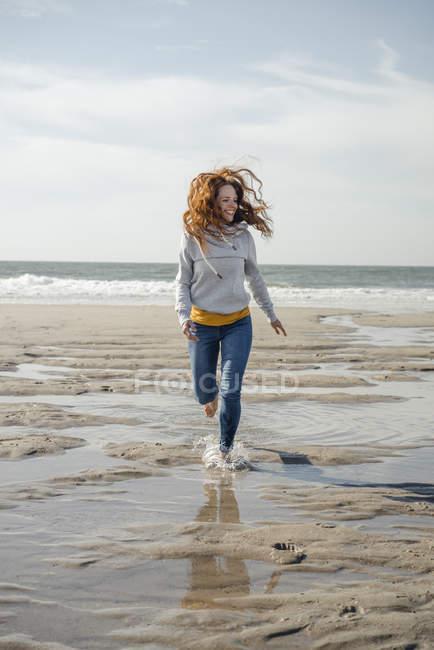 https://st.focusedcollection.com/14026668/i/650/focused_265365862-stock-photo-happy-woman-having-fun-beach.jpg