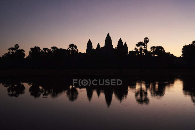 Cambodia, Siem Riep, silhouette of Angkor Wat at sunrise — Stock Photo