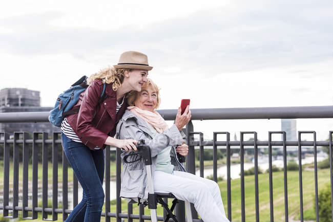 Grandmother and granddaughter having fun together — Stock Photo