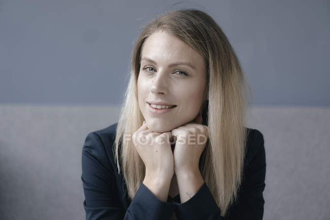 Portrait of smiling businesswoman looking at camera — Stock Photo