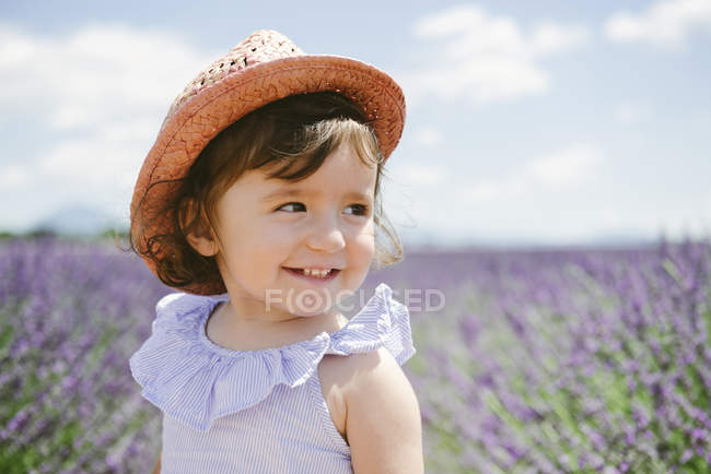 France, Provence, Valensole plateau, Happy toddler girl in purple lavender fields in the summer — Stock Photo