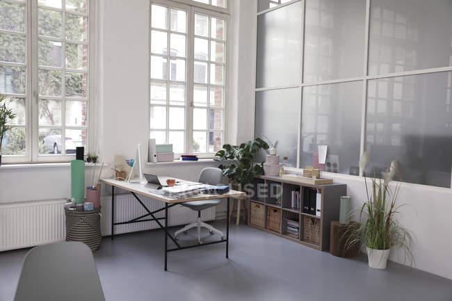 Interno di un ufficio loft aziendale — Foto stock