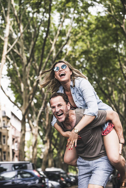 Portrait of carefree couple having fun outdoors — Stock Photo