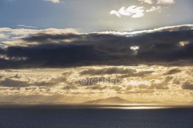 UK, Scotland, Inner Hebrides, Isle of Skye, cloudscape at sunset — Stock Photo